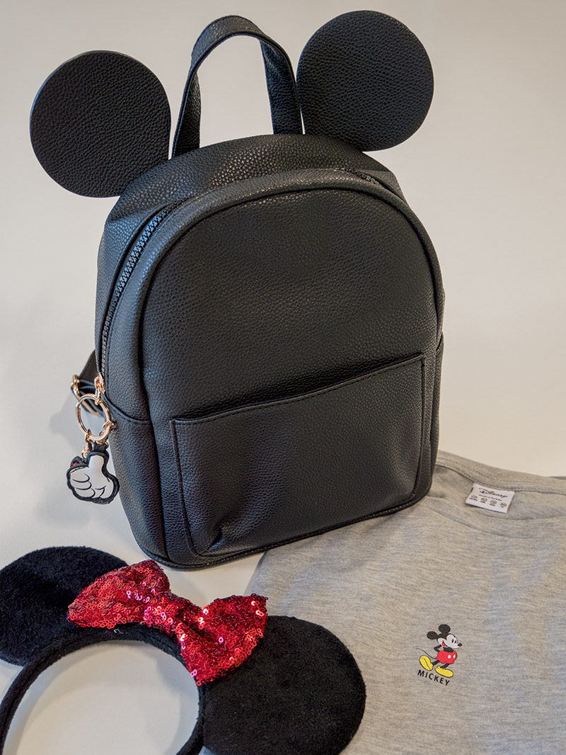 I first saw the Mickey Mouse Backpack available in Primark through   disneyfind on Instagram and I fell in love. It is the most amazing design